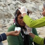 Woman receives medical attention after Iran Bushehr Earthquake 2013 / Mohammad Fatemi / EPA